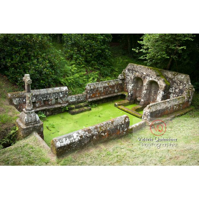 Fontaine des 7 saints à Bulat-Pestivien / Côtes d'Armor / Bretagne - Réf : VQFR22-0468 (Q2)
