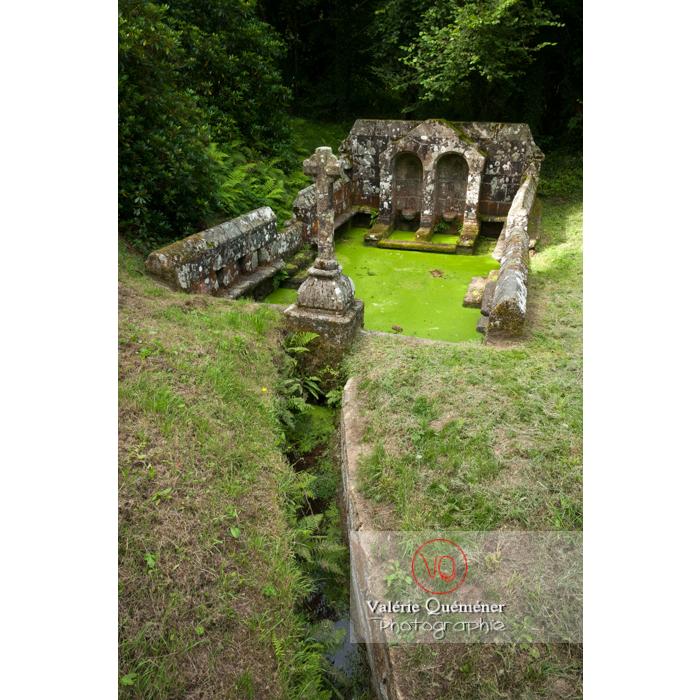 Fontaine des 7 saints à Bulat-Pestivien / Côtes d'Armor / Bretagne - Réf : VQFR22-0471 (Q2)