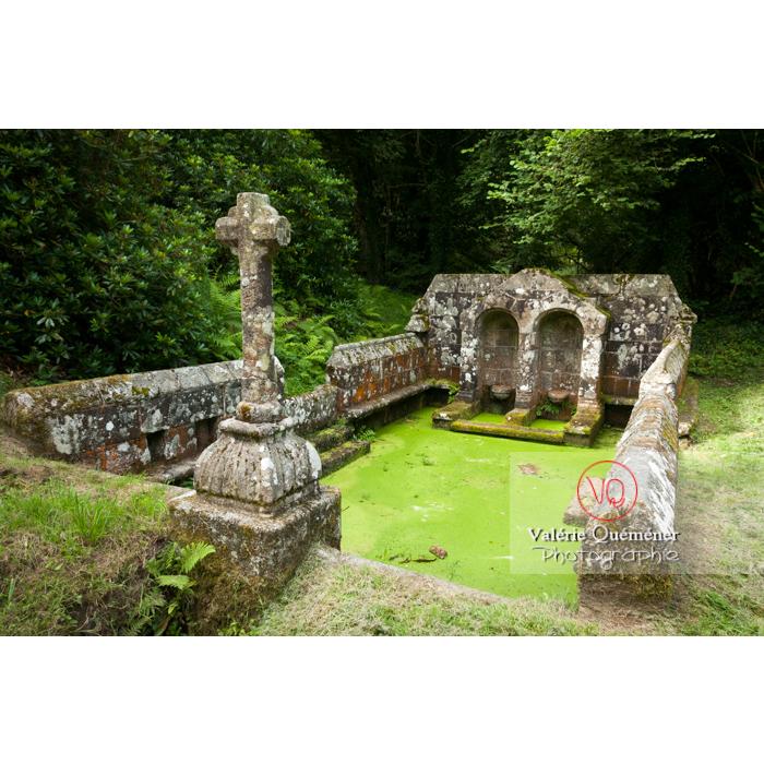 Fontaine des 7 saints à Bulat-Pestivien / Côtes d'Armor / Bretagne - Réf : VQFR22-0472 (Q2)