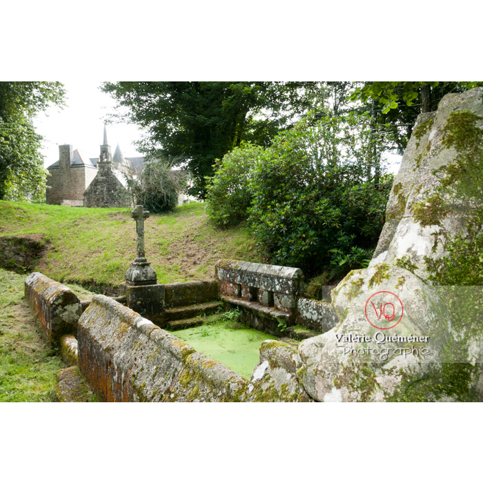Fontaine des 7 saints à Bulat-Pestivien / Côtes d'Armor / Bretagne - Réf : VQFR22-0473 (Q2)