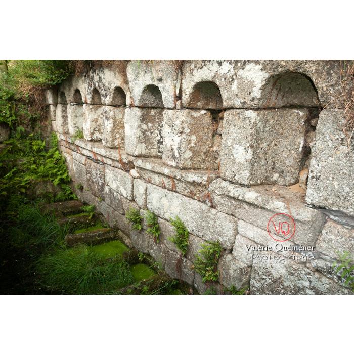 Fontaine des 7 saints à Bulat-Pestivien / Côtes d'Armor / Bretagne - Réf : VQFR22-0474 (Q2)