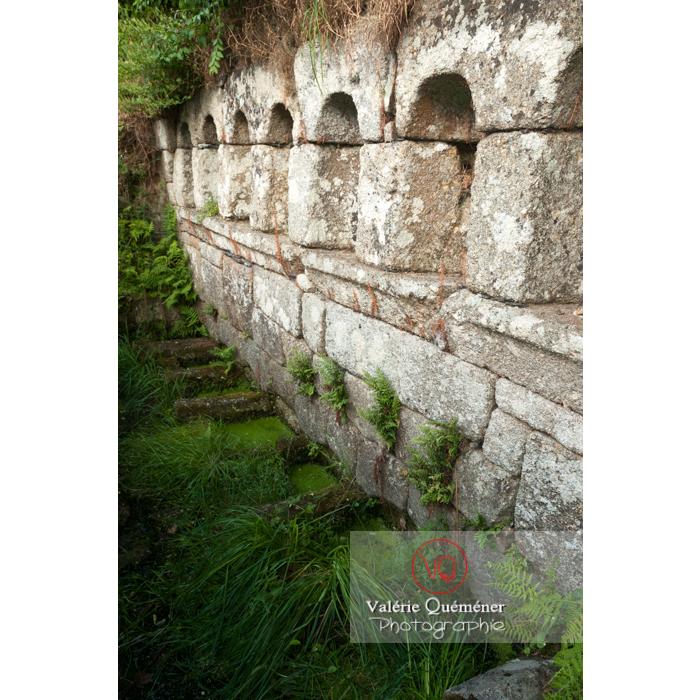 Fontaine des 7 saints à Bulat-Pestivien / Côtes d'Armor / Bretagne - Réf : VQFR22-0476 (Q2)
