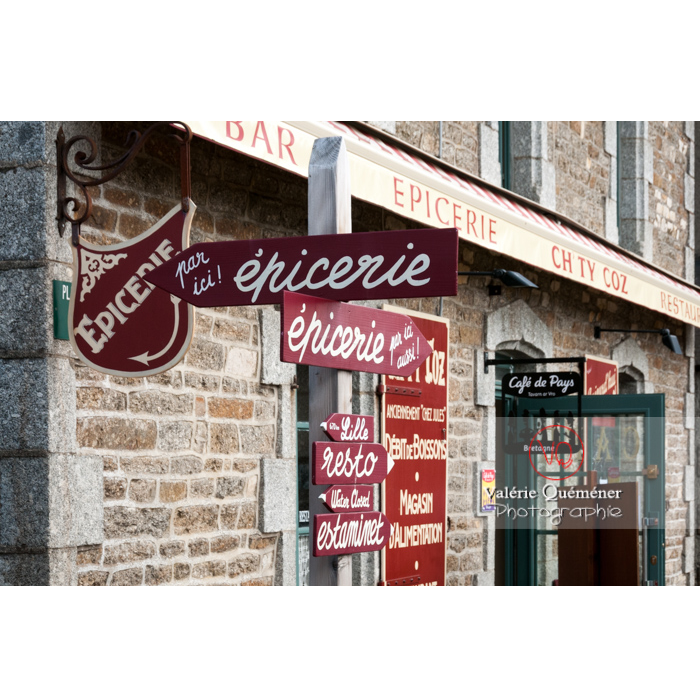Épicerie à Bulat-Pestivien / Côtes d'Armor / Bretagne - Réf : VQFR22-0477 (Q2)