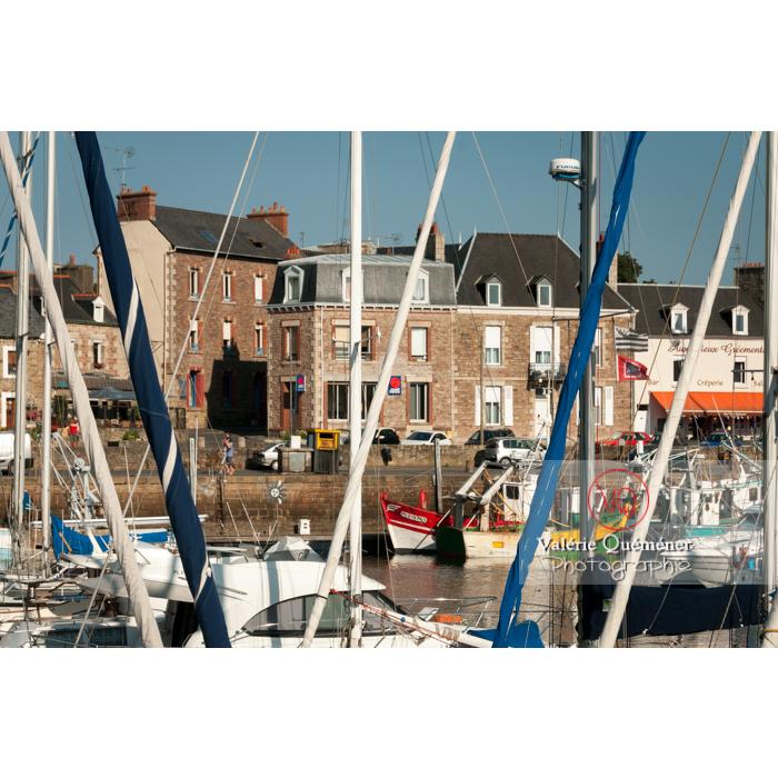 Port de Paimpol / Côtes d'Armor / Bretagne - Réf : VQFR22-0926 (Q2)