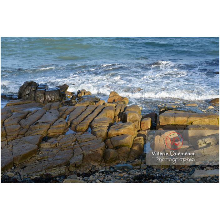 Rochers de granite gris à Port-Blanc, commune de Penvénan / Côtes d'Armor (22) / France - Réf : VQFR22-3096 (Q3)