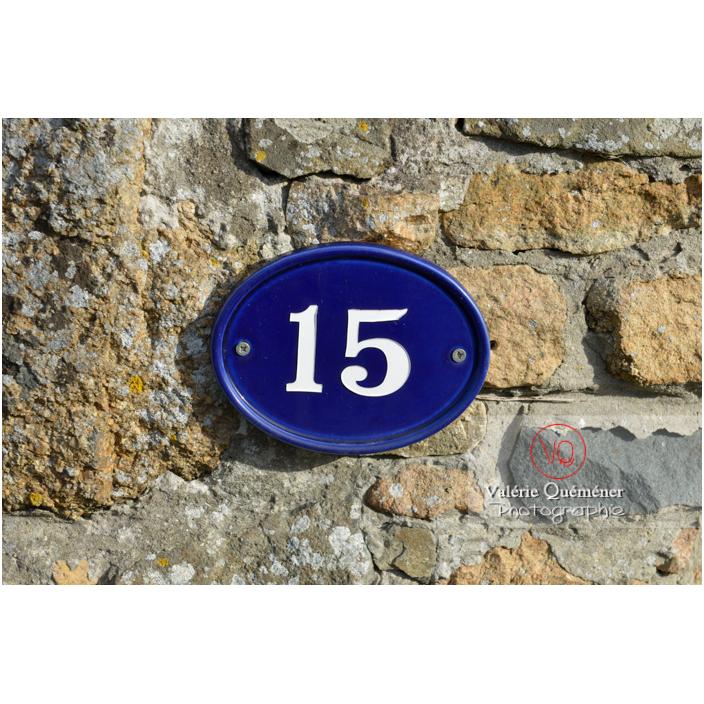 Plaque de numérotation de maison à Port-Blanc, commune de Penvénan / Côtes d'Armor (22) / France - Réf : VQFR22-3100 (Q3)