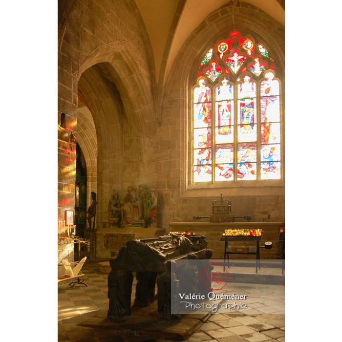 Tombeau de St-Ronan dans l'église Saint-Ronan à Locronan / Finistère / Bretagne - Réf : VQFR29-0187 (Q1)