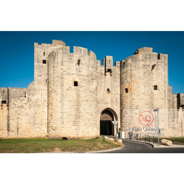 Une des porte des remparts de la ville fortifiée d'Aigues-Mortes / Gard / Occitanie - Réf : VQFR30-0021 (Q2)