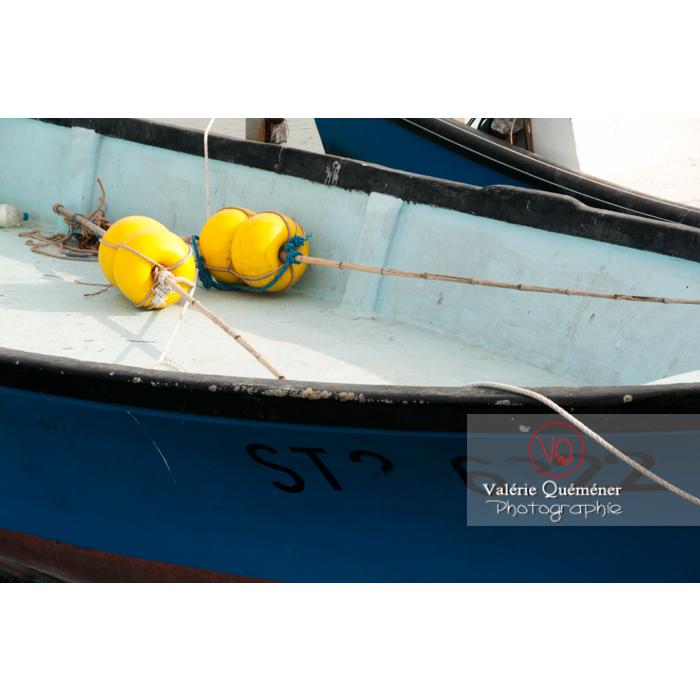 Flotteurs dans un bateaux de pêche au port du Grau-du-Roi / Gard / Occitanie - Réf : VQFR30-0030 (Q2)