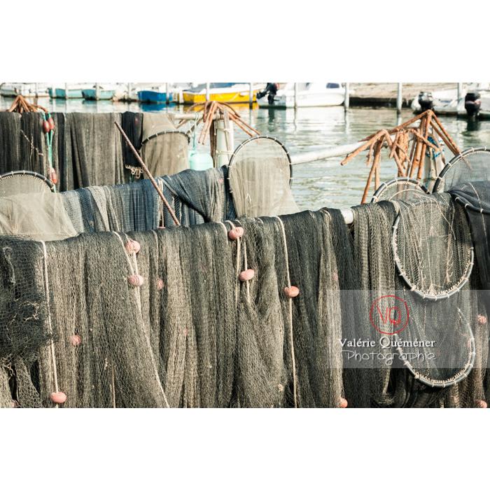 Filets de pêche et nasses au port du Grau-du-Roi / Gard / Occitanie - Réf : VQFR30-0034 (Q2)