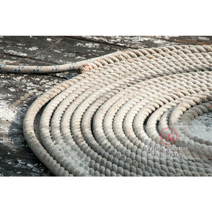 Corde de bateau dans le port du Grau-du-Roi / Gard / Occitanie - Réf : VQFR30-0044 (Q2)