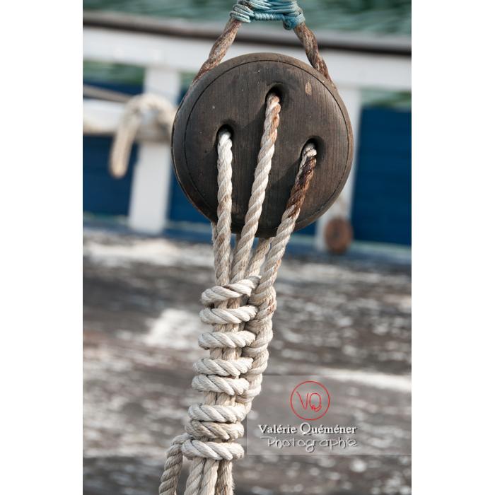 Accastillage de bateau dans le port du Grau-du-Roi / Gard / Occitanie - Réf : VQFR30-0046 (Q2)