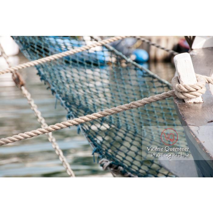 Corde de bateau dans le port du Grau-du-Roi / Gard / Occitanie - Réf : VQFR30-0047 (Q2)