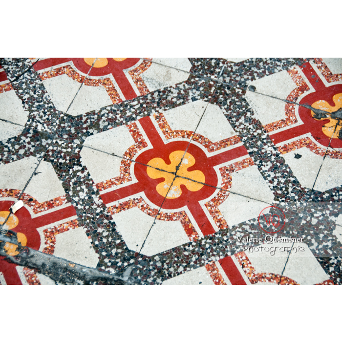 Détail carreaux de ciment sur le port du Grau-du-Roi / Gard / Occitanie - Réf : VQFR30-0057 (Q2)