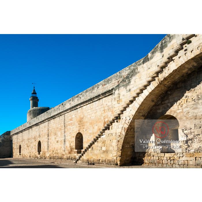 À l'intérieur des remparts de la ville fortifiée d'Aigues-Mortes / Gard / Occitanie - Réf : VQFR30-0062 (Q2)