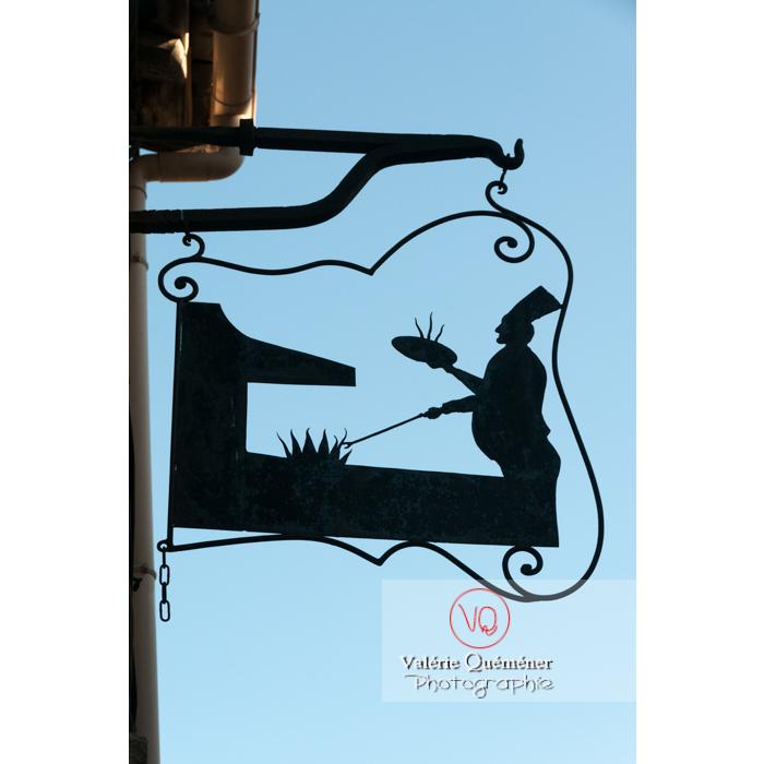 Enseigne de pizzeria à Aigues-Morte / Gard / Occitanie - Réf : VQFR30-0063 (Q2)
