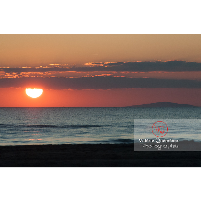 Coucher de soleil depuis la plage de l'Espiguette / Gard - Réf : VQFR30-0095 (Q2)