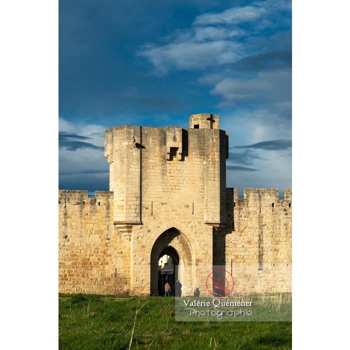 Une des porte des remparts de la ville fortifiée d'Aigues-Mortes / Gard / Occitanie - Réf : VQFR30-0299 (Q3)