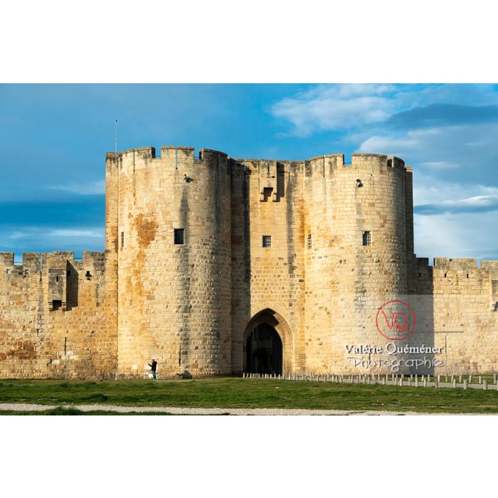 Une des porte des remparts de la ville fortifiée d'Aigues-Mortes / Gard / Occitanie - Réf : VQFR30-0300 (Q3)