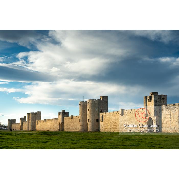 Une des porte des remparts de la ville fortifiée d'Aigues-Mortes / Gard / Occitanie - Réf : VQFR30-0307 (Q3)