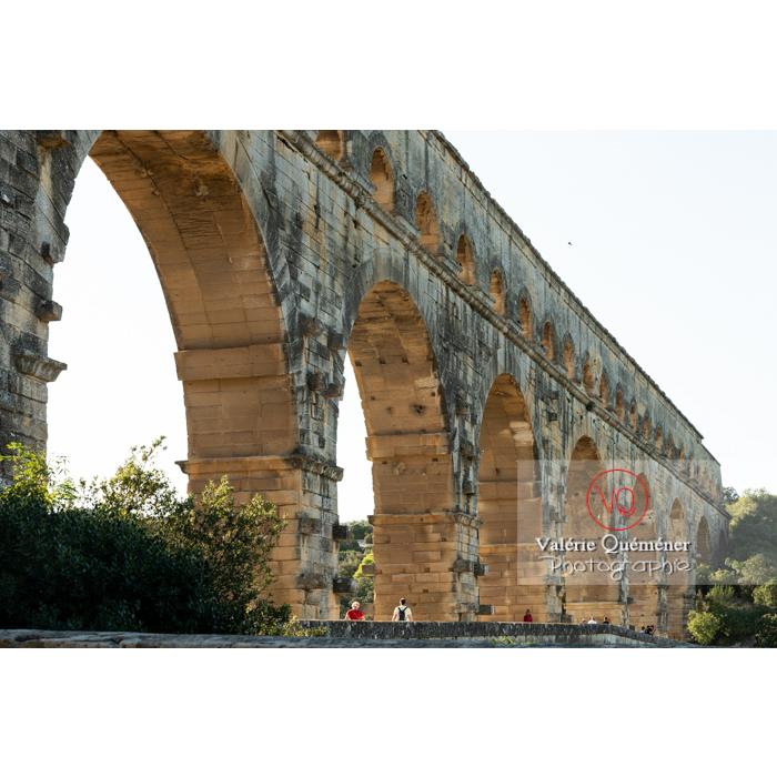 Détail du niveau moyen et supérieur du pont du Gard (MH) / Occitanie - Réf : VQFR30-0398 (Q3)
