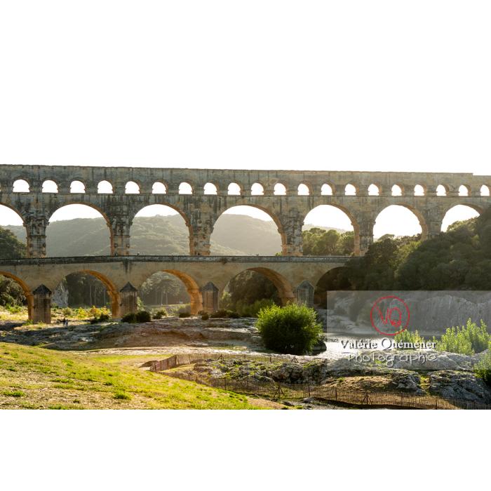 Le pont du Gard (MH) dans la vallée du Gardon / Occitanie - Réf : VQFR30-0400 (Q3)