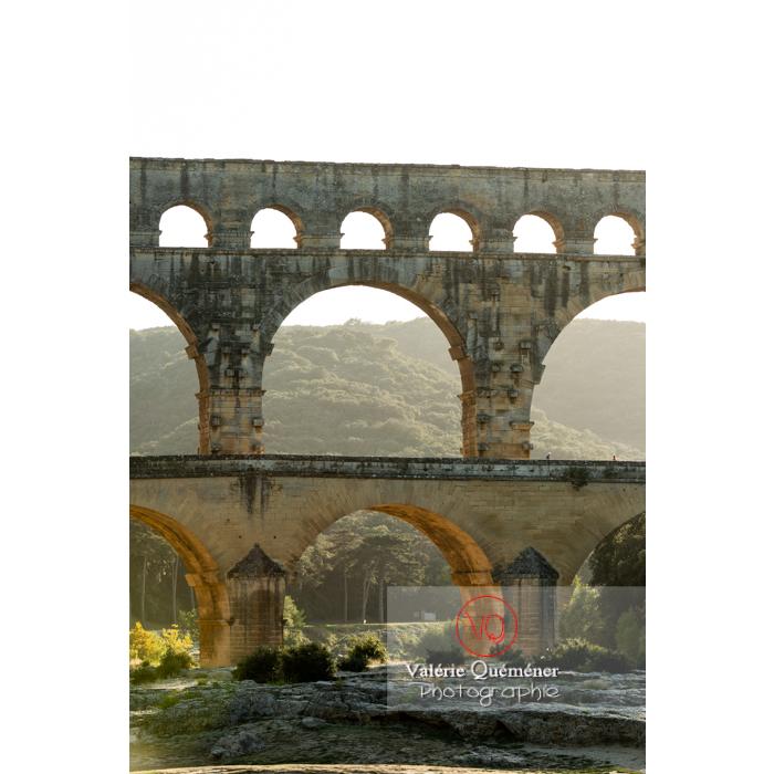 Arches des 3 niveaux du pont du Gard (MH) / Occitanie - Réf : VQFR30-0402 (Q3)