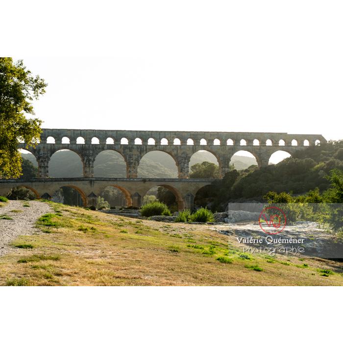 Le pont du Gard (MH) dans la vallée du Gardon / Occitanie - Réf : VQFR30-0403 (Q3)