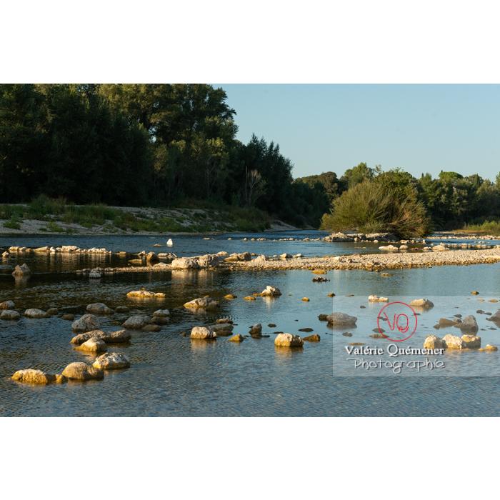 Le Gardon sur le site du pont du Gard (MH) dans la vallée du Gardon / Occitanie - Réf : VQFR30-0404 (Q3)