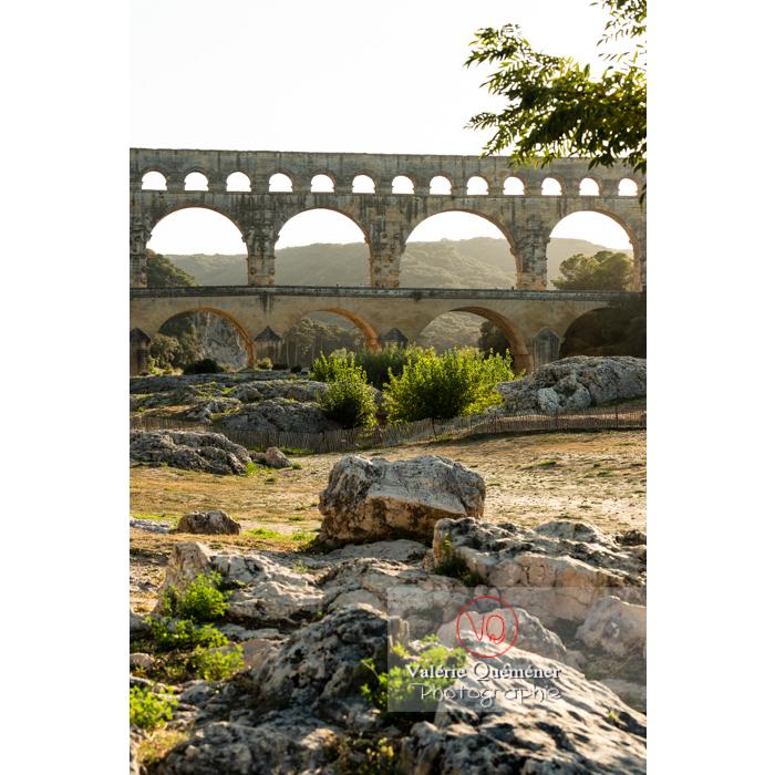 Le pont du Gard (MH) dans la vallée du Gardon / Occitanie - Réf : VQFR30-0411 (Q3)
