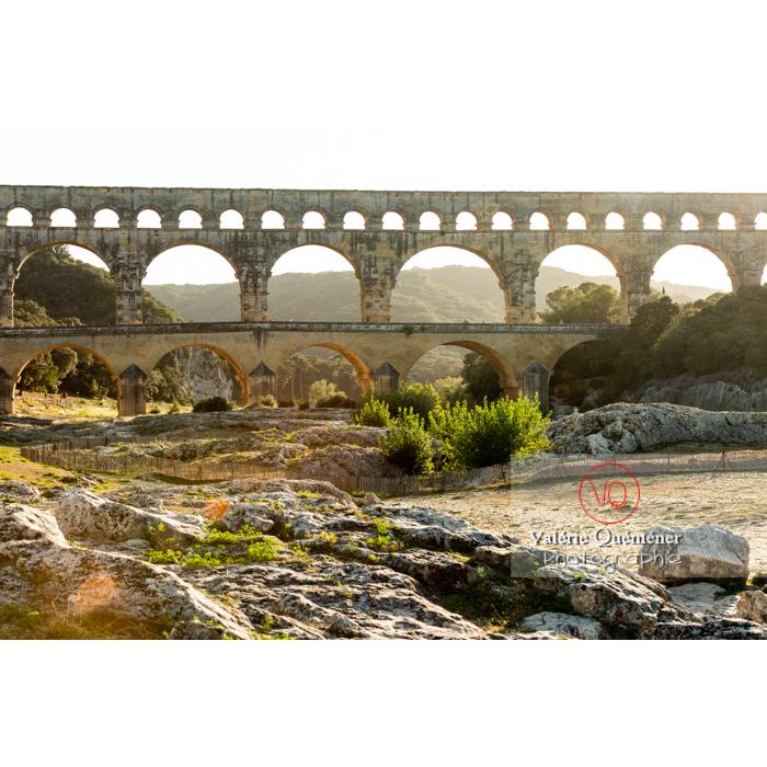 Le pont du Gard (MH) en fin de journée, dans la vallée du Gardon / Occitanie - Réf : VQFR30-0414 (Q3)