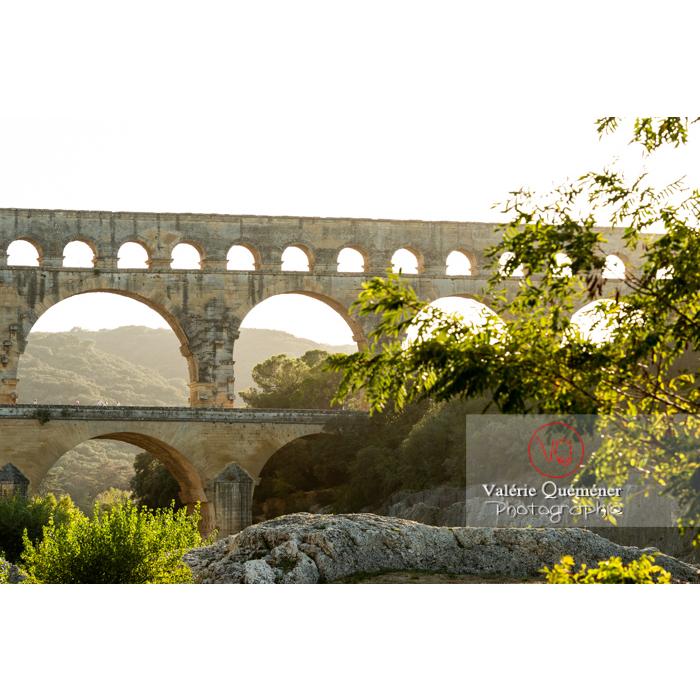 Le pont du Gard (MH) un soir d'été, dans la vallée du Gardon / Occitanie - Réf : VQFR30-0417 (Q3)