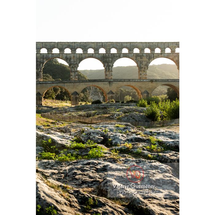 Le pont du Gard (MH) dans la vallée du Gardon / Occitanie - Réf : VQFR30-0419 (Q3)