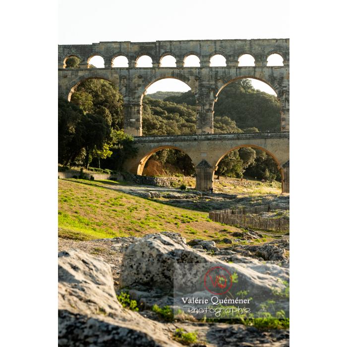 Le pont du Gard (MH) dans la vallée du Gardon / Occitanie - Réf : VQFR30-0420 (Q3)