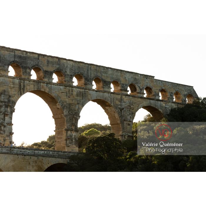 Pierres manquantes du niveau supérieur du pont du Gard (MH) / Occitanie - Réf : VQFR30-0425 (Q3)