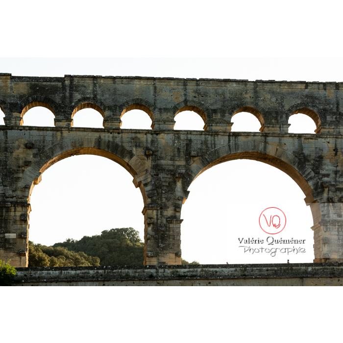 Arches des niveaux supérieurs du pont du Gard (MH) / Occitanie - Réf : VQFR30-0426 (Q3)