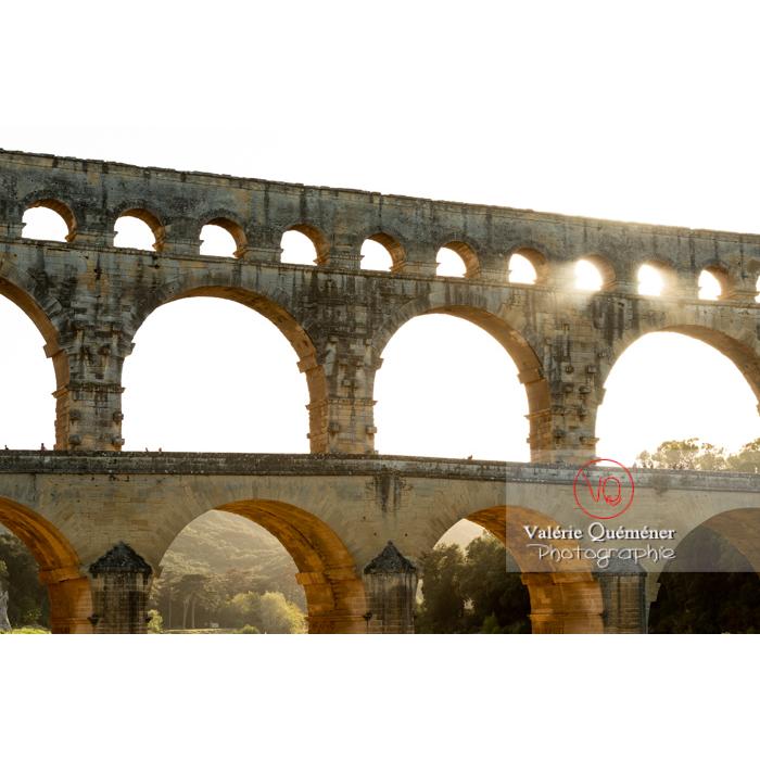 Le pont du Gard (MH) par une soirée d'été / Occitanie - Réf : VQFR30-0428 (Q3)