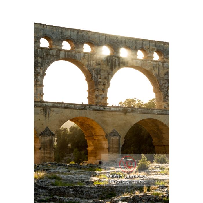 Le pont du Gard (MH) un soir d'été, dans la vallée du Gardon / Occitanie - Réf : VQFR30-0429 (Q3)