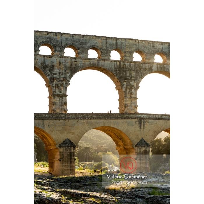 Le pont du Gard (MH) au coucher du soleil / Occitanie - Réf : VQFR30-0432 (Q3)
