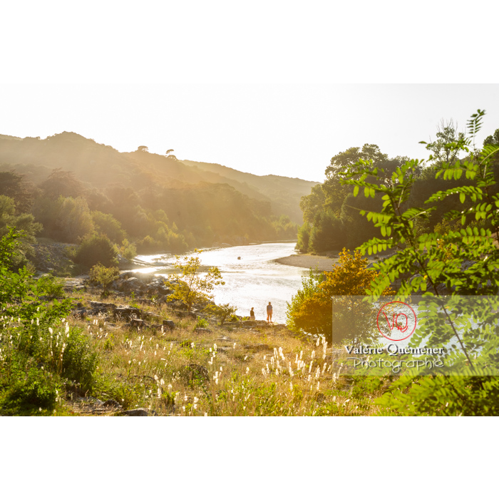 Vallée du Gardon sur le site du pont du Gard (MH )/ Occitanie - Réf : VQFR30-0448 (Q3)