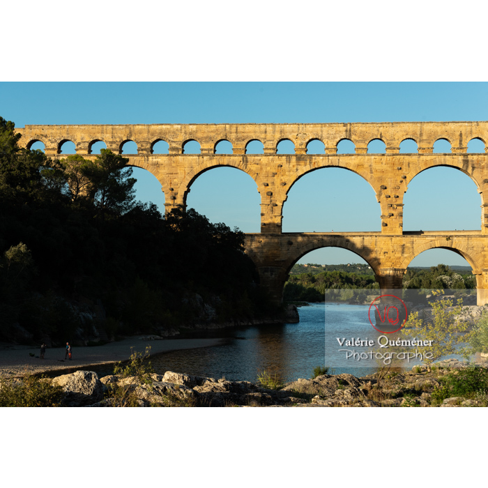 Le pont du Gard (MH) dans la vallée du Gardon / Occitanie - Réf : VQFR30-0454 (Q3)