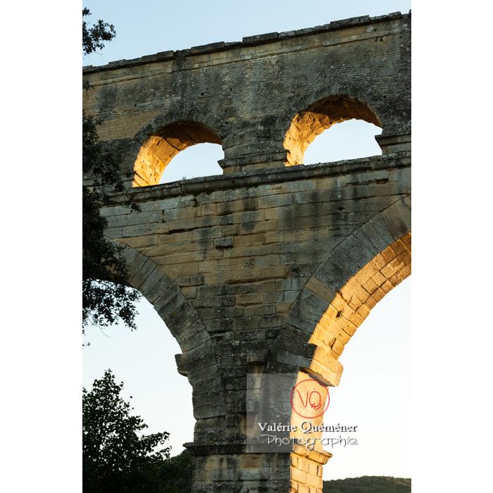 Détail des arches du pont du Gard (MH) / Occitanie - Réf : VQFR30-0470 (Q3)