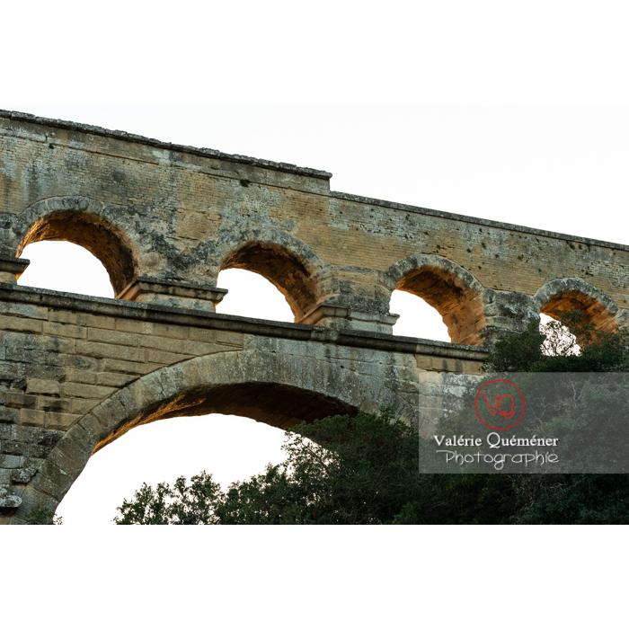Pierres manquantes du niveau supérieur du pont du Gard (MH) / Occitanie - Réf : VQFR30-0471 (Q3)