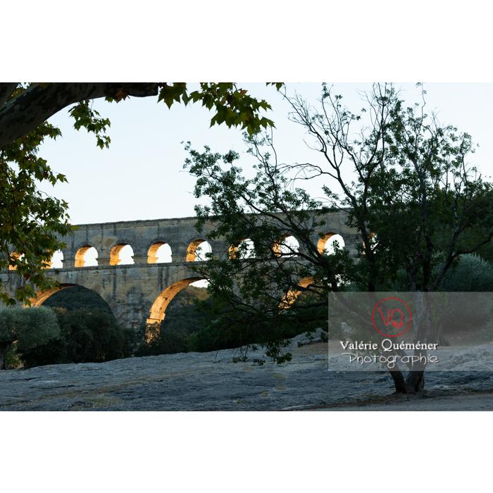 Le pont du Gard (MH) dans la vallée du Gardon / Occitanie - Réf : VQFR30-0486 (Q3)