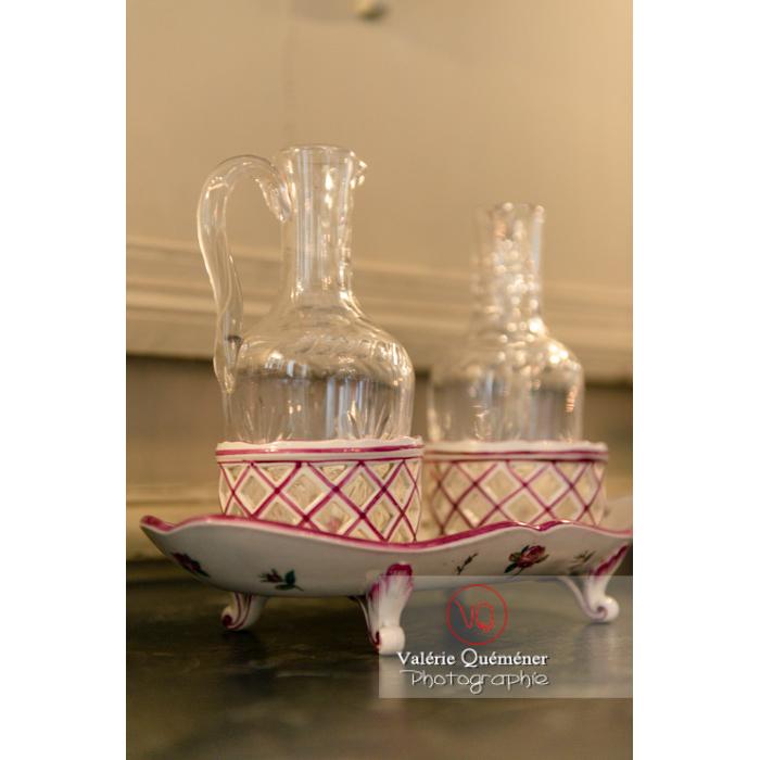 Vaisselle dans la maison de George Sand à Nohant-Vic / Indre - Réf : VQFR36-0029 (Q3)