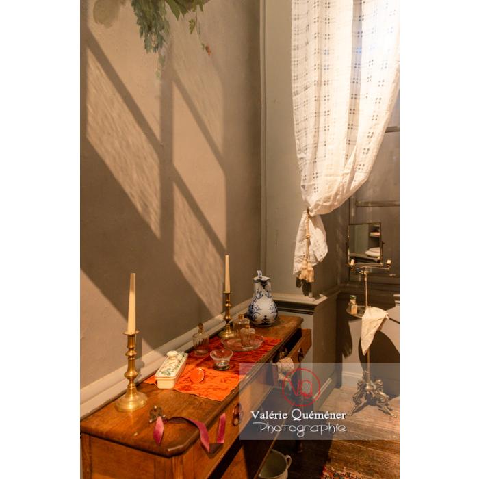 Salle de bain dans la maison de George Sand à Nohant-Vic / Indre - Réf : VQFR36-0039 (Q3)