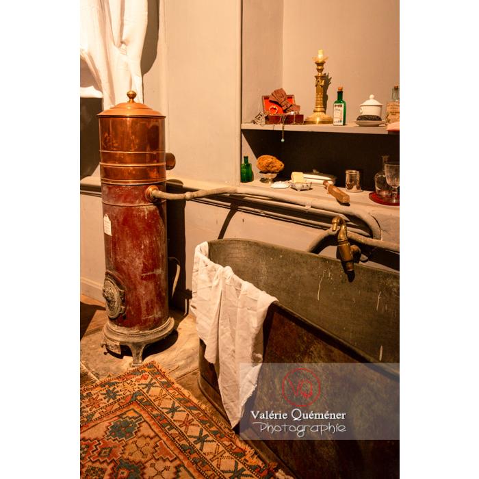 Salle de bain dans la maison de George Sand à Nohant-Vic / Indre - Réf : VQFR36-0040 (Q3)
