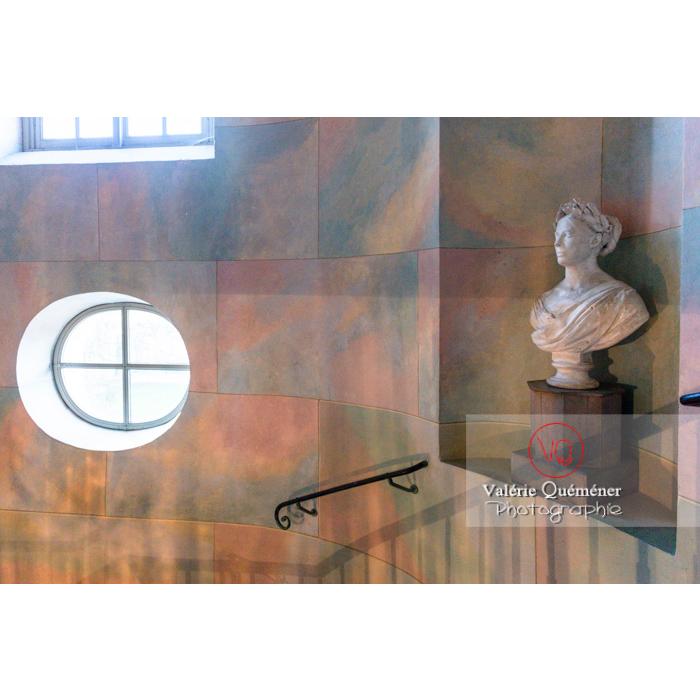 Buste dans le hall de la maison de George Sand à Nohant-Vic / Indre - Réf : VQFR36-0045 (Q3)