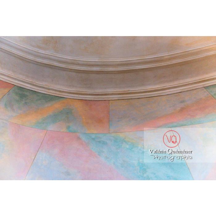 Détail peinture hall d'escalier de la maison de George Sand à Nohant-Vic / Indre - Réf : VQFR36-0047 (Q3)