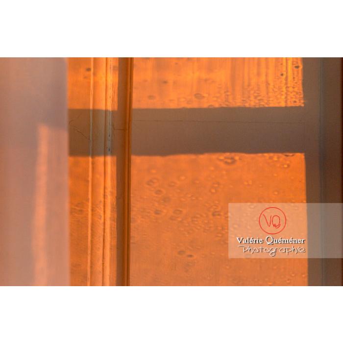 Détail lumière fenêtre dans la maison de George Sand à Nohant-Vic / Indre - Réf : VQFR36-0062 (Q3)